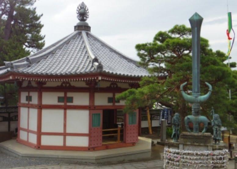 善光寺・大勧進「地蔵八角円堂」と「巨大な剣」